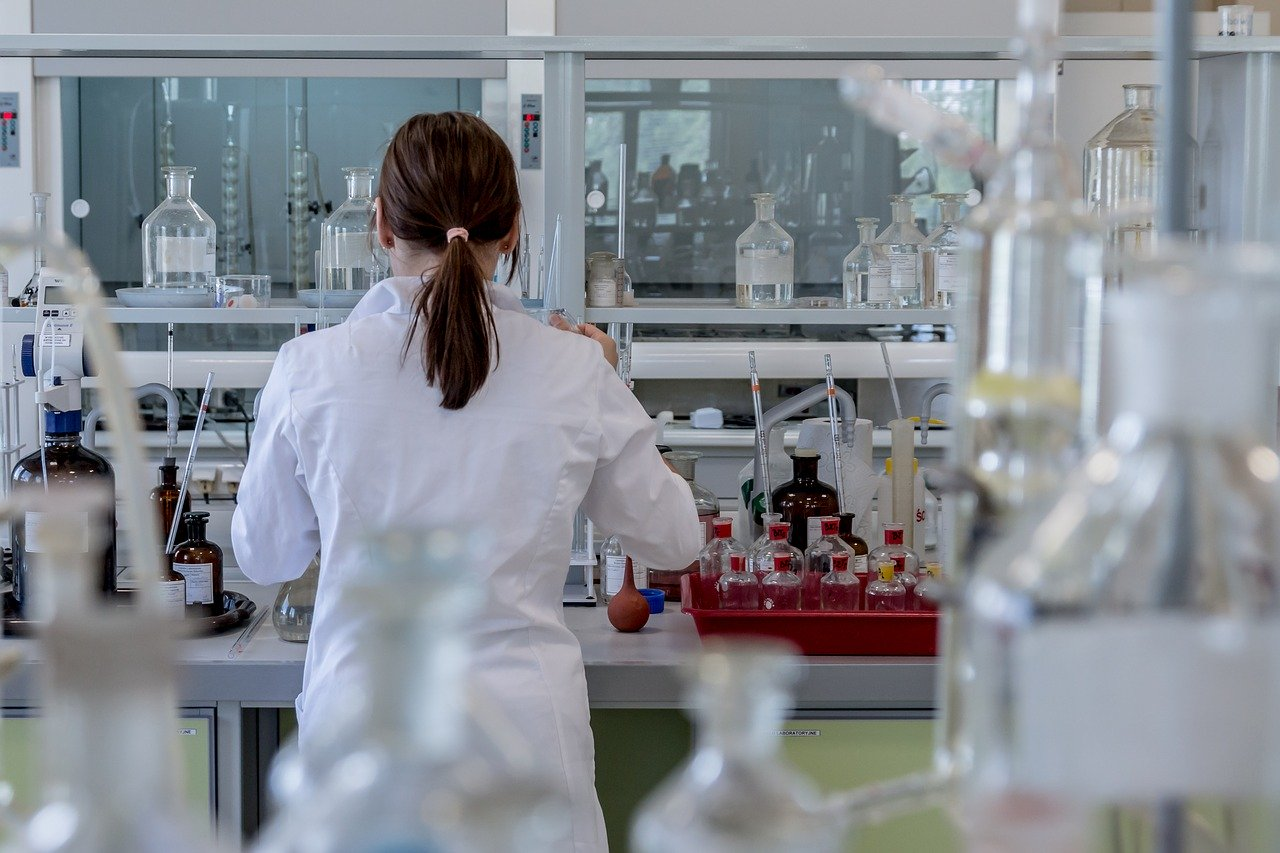 Choosing the Right Partner for a Lab or Medical Facility Move